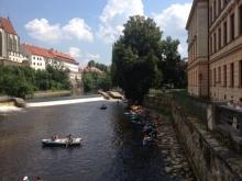 Divadlo Scéna a jeho skalní fanoušci na vodě :-)